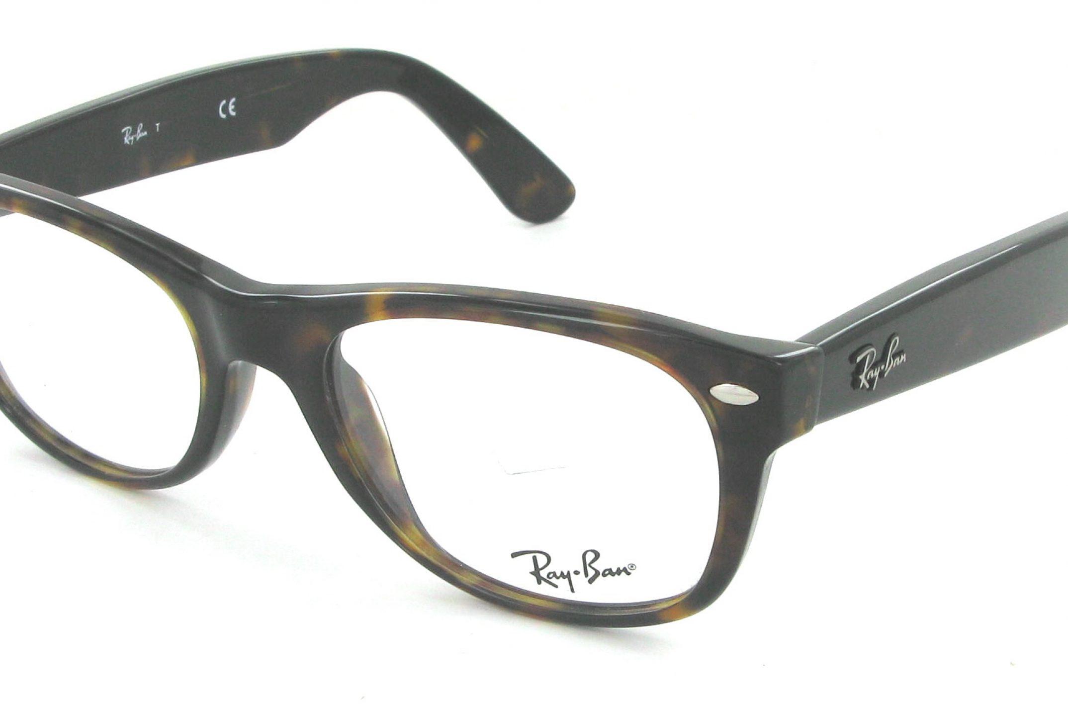 Heureux avec ces nouvelles lunettes de vue