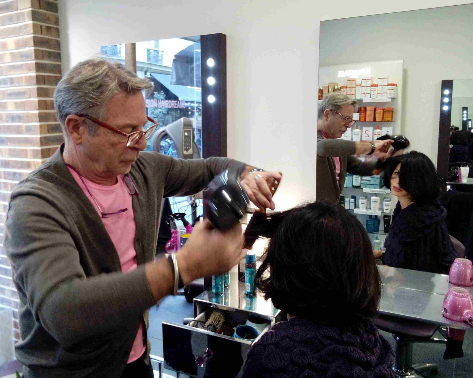 Coiffeur visagiste paris homme apr s plusieurs mois de for Salon de coiffure qui recherche apprenti