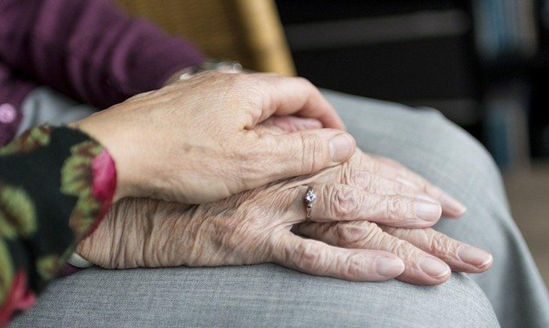 Avantages et inconvénients du Maintien à domicile des personnes agées