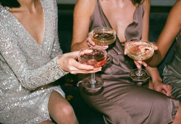 Comment s'habiller pour aller à une soirée fluo ?
